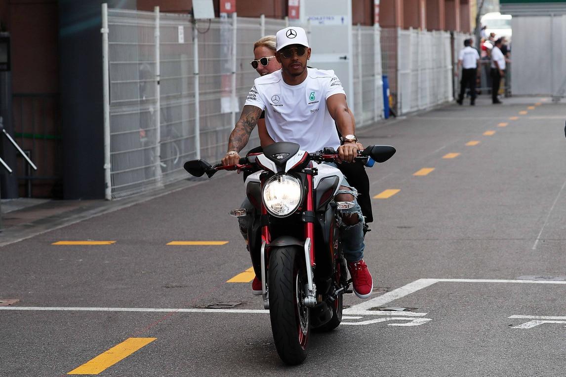 F1, Monaco: Hamilton e Vettel girano a due ruote