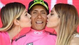 Giro d'Italia, Quintana si riprende la maglia rosa: che festa sul podio!