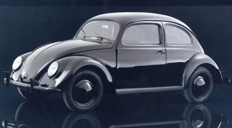 Volkswagen compie 80 anni: dal Maggiolino all'elettrica del popolo