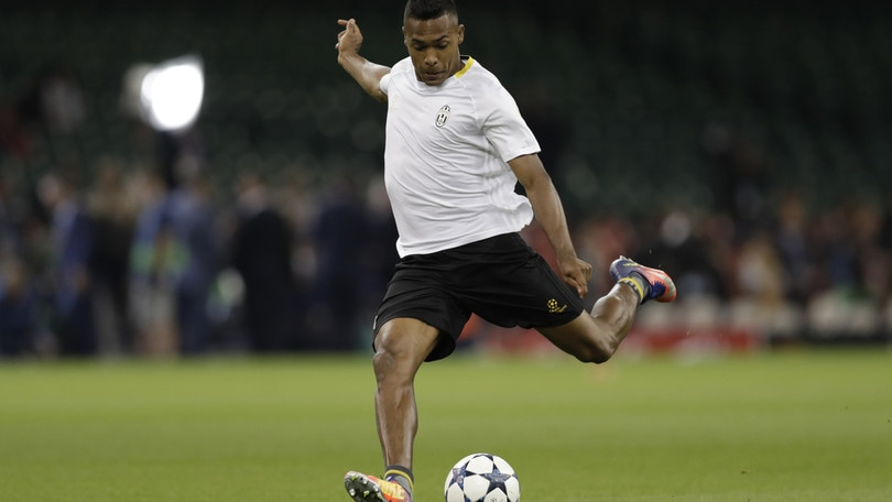 Calciomercato: Alex Sandro, per i bookmaker resta alla Juve