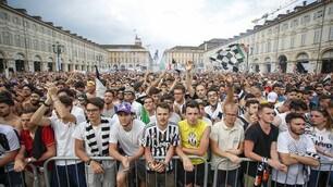 Torino pronta per Juventus-Real Madrid: migliaia di tifosi in piazza San Carlo