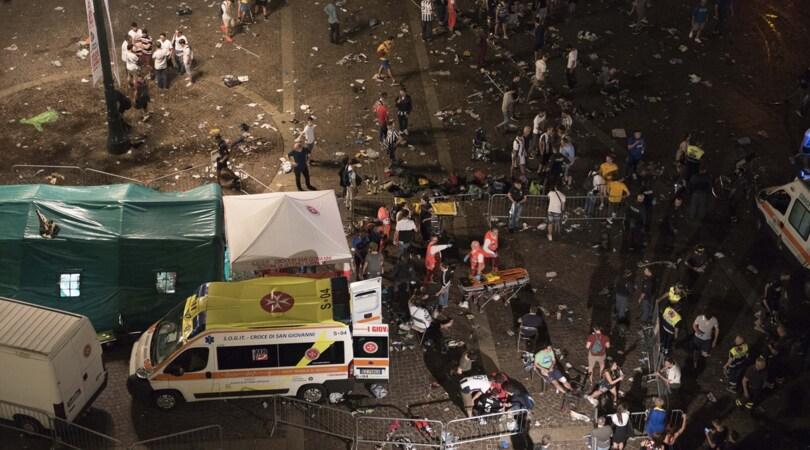Champions League, panico a Torino in piazza San Carlo: tifosi della Juve in fuga, circa 1000 feriti