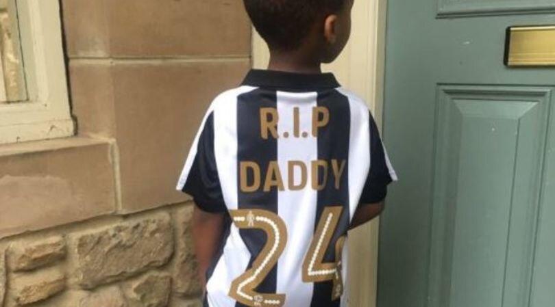 Il figlio di Tioté emoziona tutti con la maglia del papà