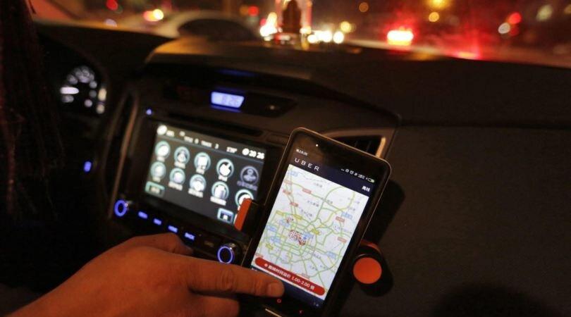 Telefono alla guida, via la patente: il Governo interviene