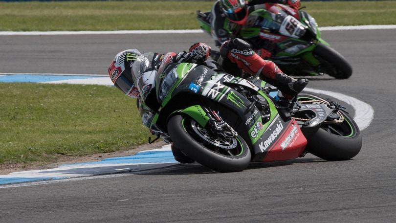 Superbike, a Misano il primo round è di Sykes: paura per Davies