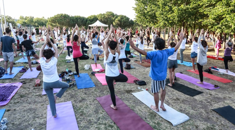 Yoga Day, in centinaia per la seduta al Parco della Musica di Roma