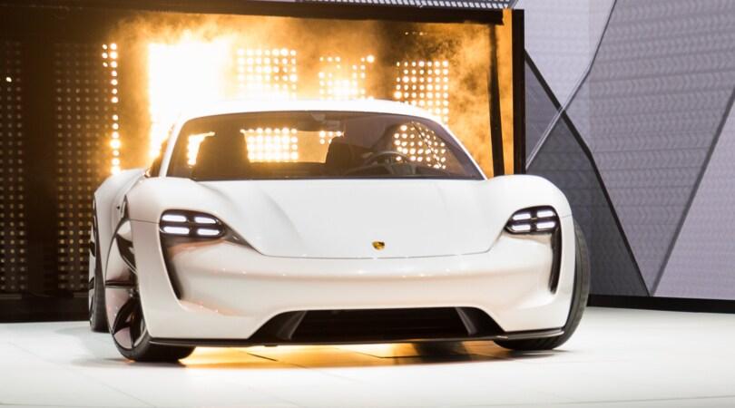 Porsche, 24 Ore per costruire il futuro elettrico