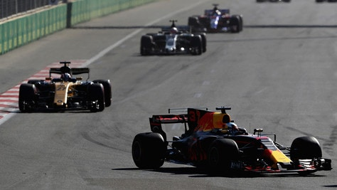 F1: a Baku vince Ricciardo, Vettel 4° davanti a Hamilton