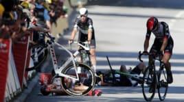 Ciclismo: Sagan cacciato dal Tour de France per una gomitata a Cavendish