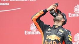 F1, Ricciardo ancora sul podio: beve champagne dalla scarpa