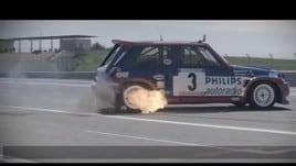 Pilota 70enne si scatena su una vecchia R5 Turbo
