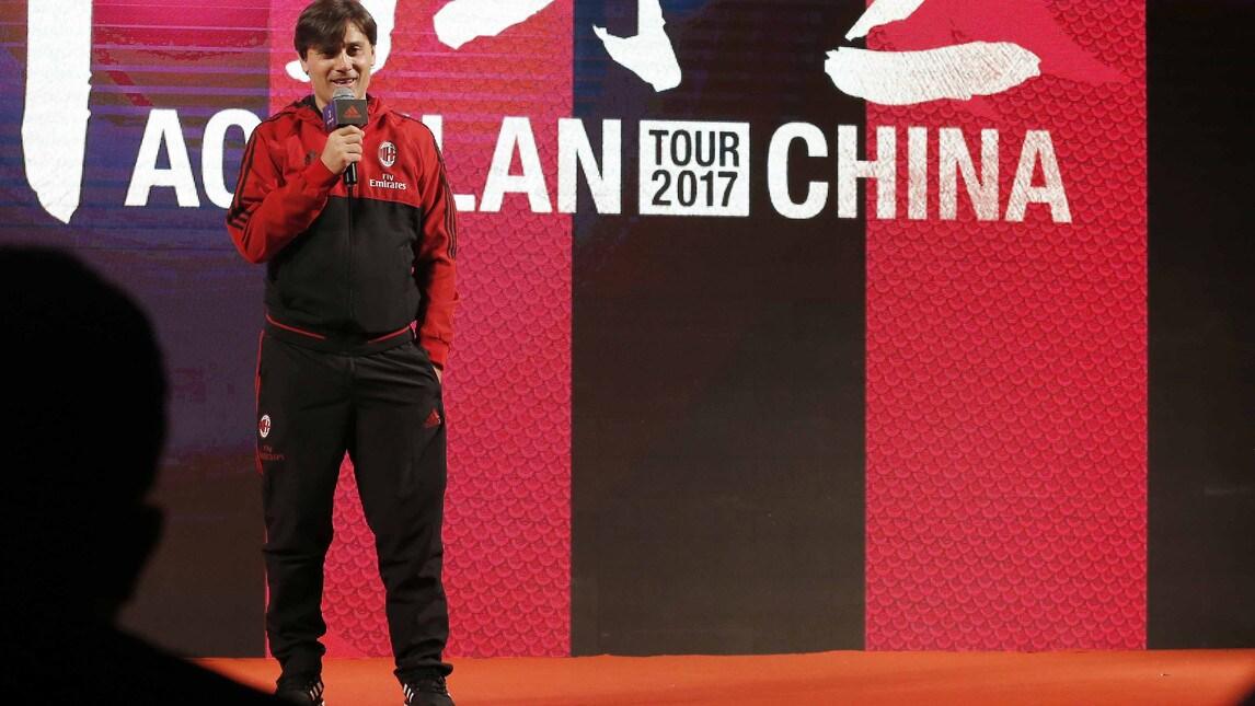 <p>Baresi, Fassone, Galli e tutto il nuovo management a Guangzhou per la tourn&eacute;e asiatica del nuovo Milan&nbsp;</p>