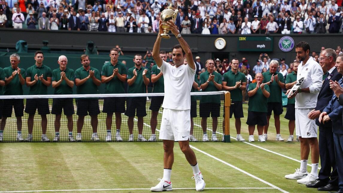 <p>Battendo in finale il croato Cilic, infortunato per buona parte del match, l&#39;asso svizzero si &egrave; aggiudicato per l&#39;ottava volta il prestigioso torneo Open sull&#39;erba di Londra. La prima vittoria quattordici anni fa, nel 2003</p>