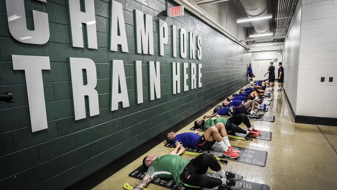<p>&quot;Champions train here&quot; c&#39;&egrave; scritto nella palestra di Detroit, sede degli allenamenti della Michigan University&nbsp;e momentaneamente dei giallorossi, impegnati nella tourn&eacute;e americana</p>