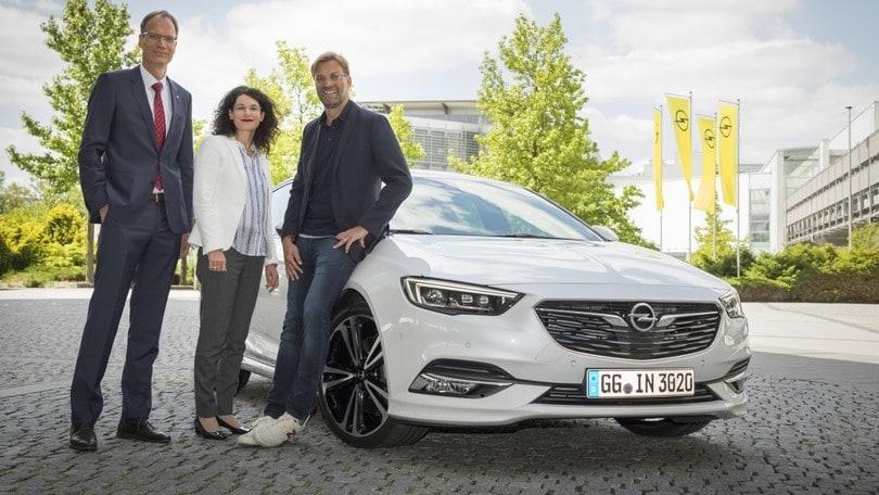 Jurgen Klopp sale sulla Opel Insignia