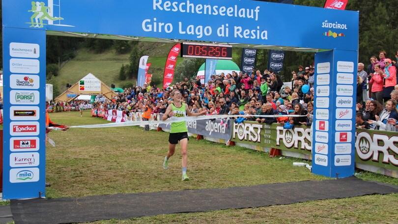 Giro Lago di Resia da record con l'inglesina Emmie Collinge