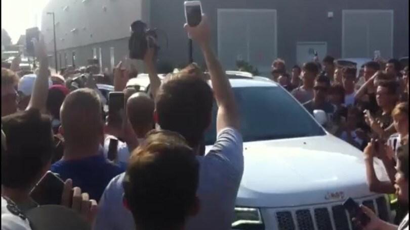 Che folla ad accogliere Bernardeschi