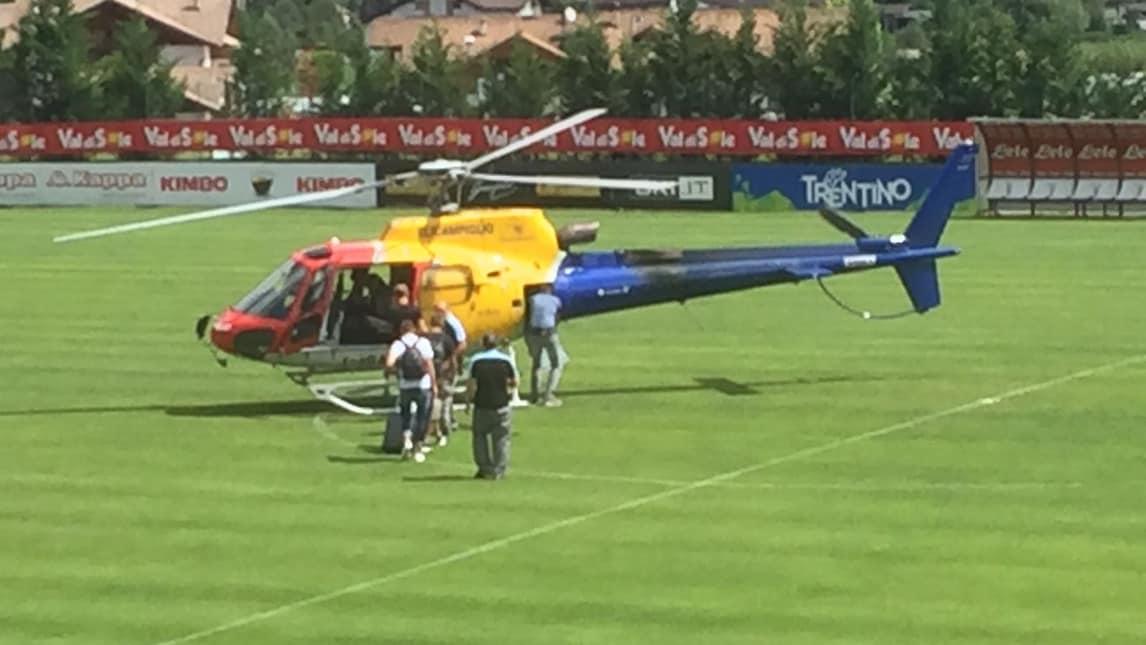 Elicottero Napoli : I giocatori del napoli lasciano il ritiro in elicottero