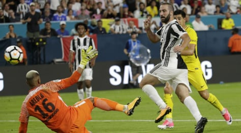 Psg-Juventus 2-3: Allegri ride con Higuain e Marchisio