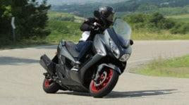 Suzuki Burgman 400, lo scooter diventa coupé: prova su strada