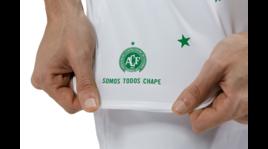 Chapecoense, sulla maglia una stella per ogni vittima