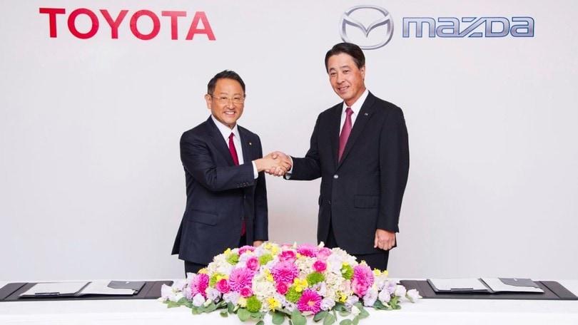 Alleanza tra Toyota e Mazda per sviluppo veicoli elettrici