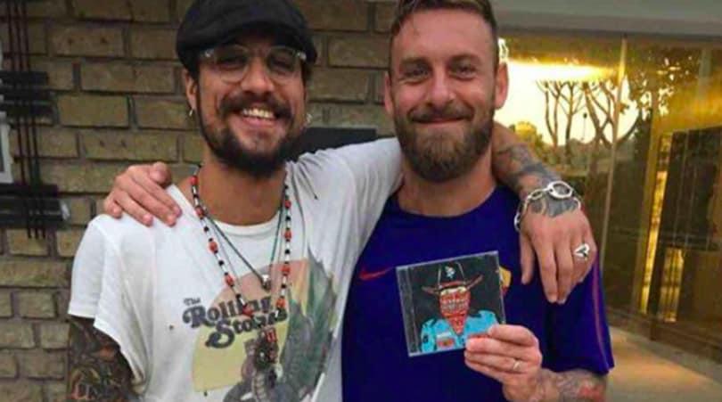 Roma, Osvaldo a Trigoria: regala il suo nuovo album a De Rossi