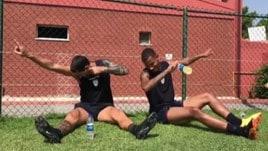 Marco Borriello e Miangue nel bottle flip challenge e dab dance