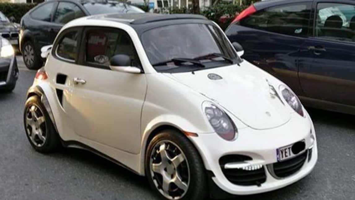 <p>La community Facebook &quot;How Not to Design a Car&quot; raccoglie le immagini delle modifiche pi&ugrave; assurde e improbabili applicate a normali auto di serie. Dalla Fiat 500 trasformata in Porsche 911 alla Skoda che imita una monoposto Ferrari.</p>
