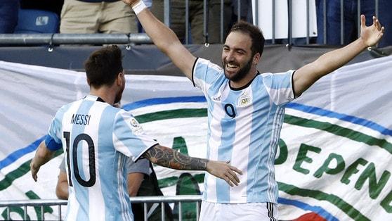 Argentina, Sampaoli convoca Icardi. Higuain a casa