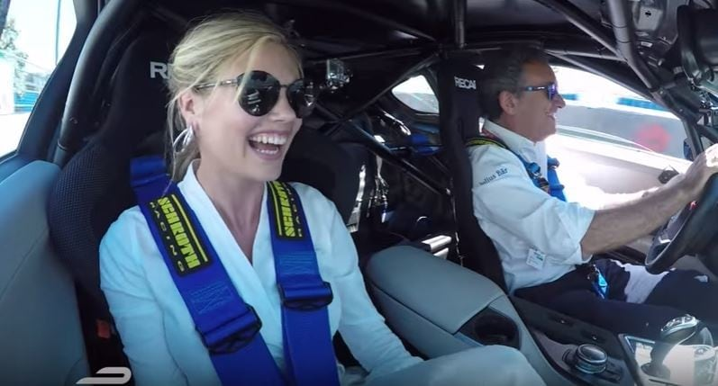 Kate Upton, la top model scende in pista con Bmw