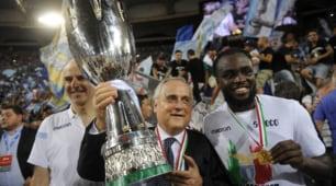 Festa Lazio, Lotito alza la Supercoppa sotto la Curva Nord