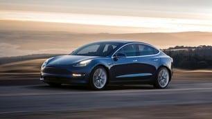 Tesla, Musk raccoglie 1,8 miliardi per produrre la Model 3