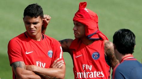 Psg, Neymar incappucciato prende di mira Thiago Silva