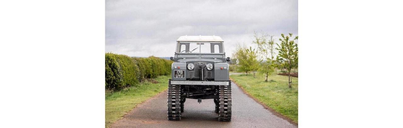 All'asta una rarissima Land Rover cingolata: foto