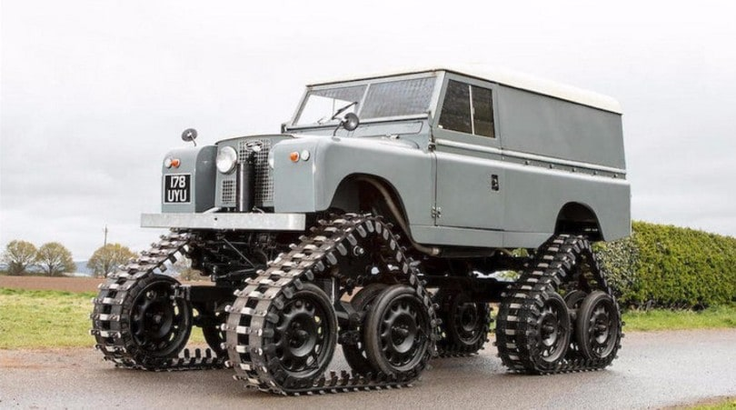 All'asta una rarissima Land Rover Defender cingolata