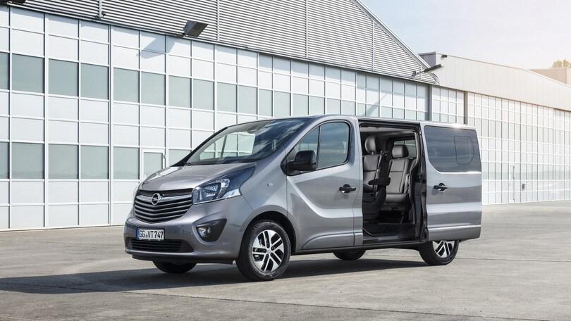 Opel Vivaro, le nuove versioni Combi+ e Tourer