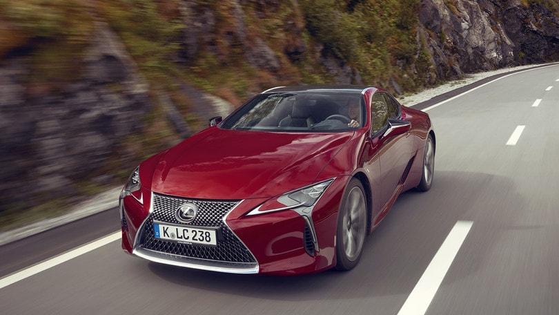 Lexus LC500 Hybrid, lusso anticonformista: la prova su strada