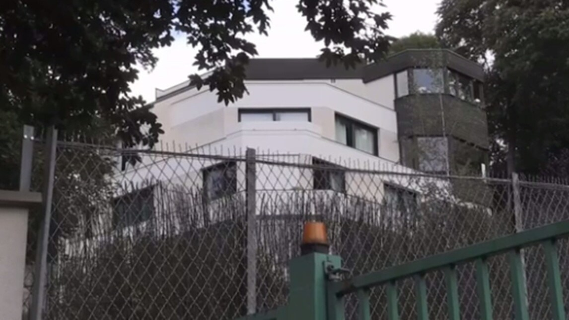 Neymar trasloca in una maxi villa a parigi corriere for Piani di casa francese in tudor