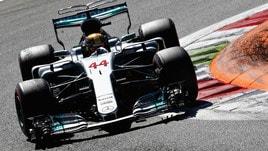 F1, Hamilton sorpassa Vettel: il Mondiale a 1,45