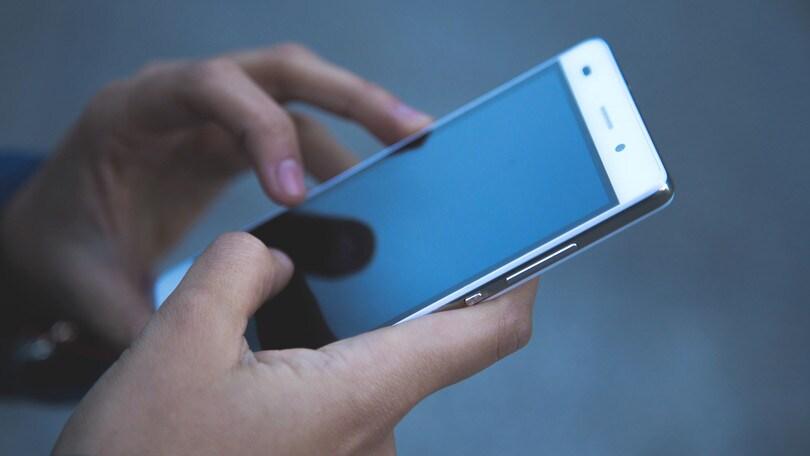 Ecco il primo telefono senza batteria