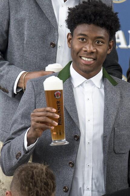 <p>Il tecnico italiano e tutta la squadra hanno posato per un noto marchio di birra, sponsor della squadra e della festa che comincer&agrave; il 16 settembre e terminer&agrave; il 3 ottobre a Monaco di Baviera</p>