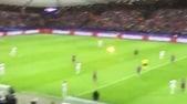 Maribor, tifosi dello Spartak tirano un razzo in campo verso l'arbitro!