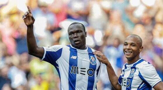 Porto, tifosi contro Aboubakar: festa dopo la sconfitta