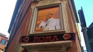Roma, a Vicolo di San Celso spunta il quadro di Totti