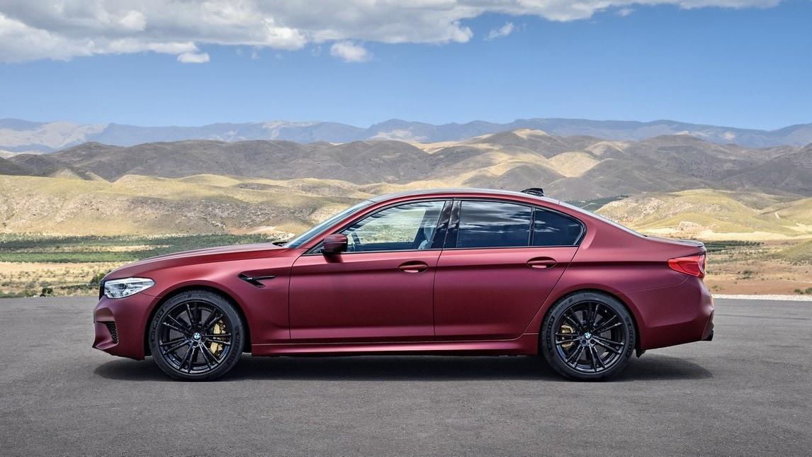 BMW M5, al semaforo brucia anche la Ferrari Portofino