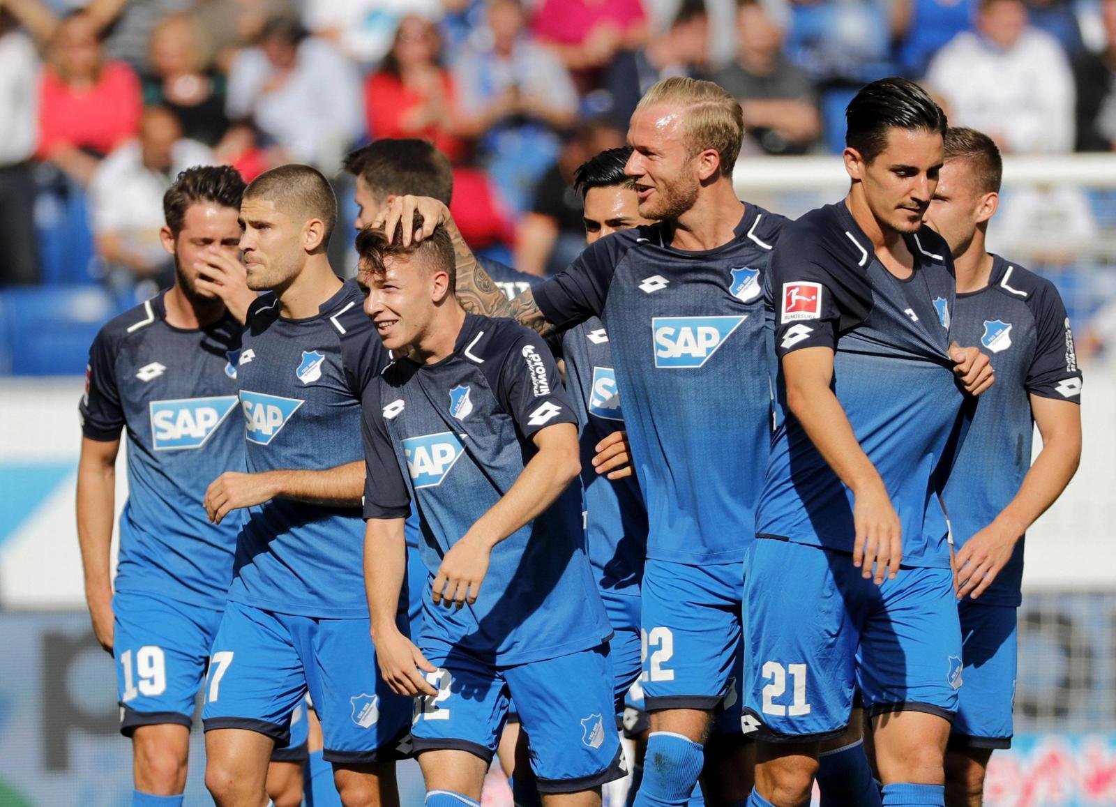 Hoffenheim sogna: batte lo Schalke 2-0 e vola in testa!