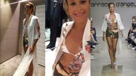 Federica Pellegrini sfila in bikini a Milano