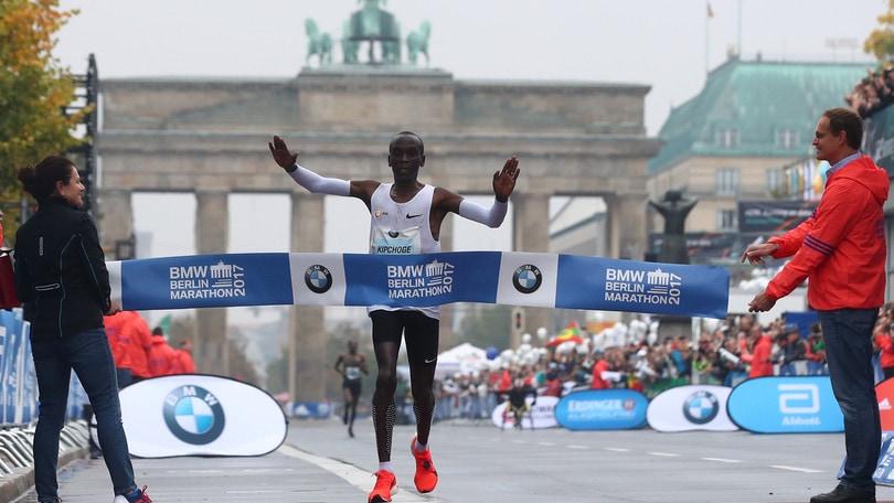Maratona di Berlino, vince il keniano Kipchoge ma niente record