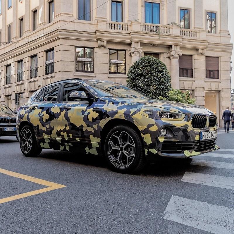 BMW X2, il prototipo sfila a Milano